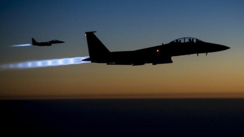 აშშ-ის ავიაციამ სირიაში ირანისგან მხარდაჭერილი მებრძოლების სამხედრო ინფრასტრუქტურაზე ავიაიერიში მიიტანა