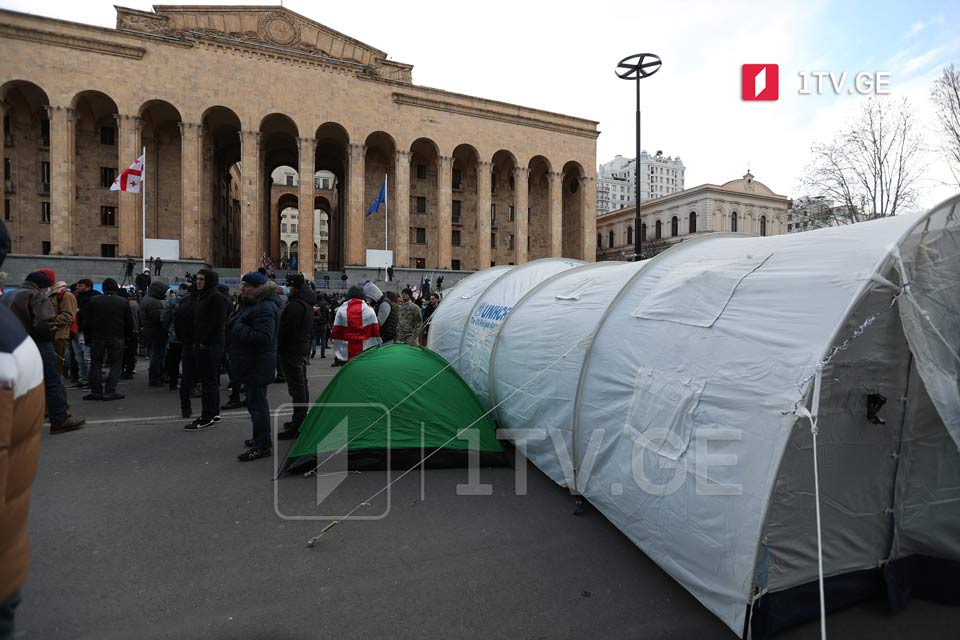 Opposition clears Rustaveli Avenue from tents