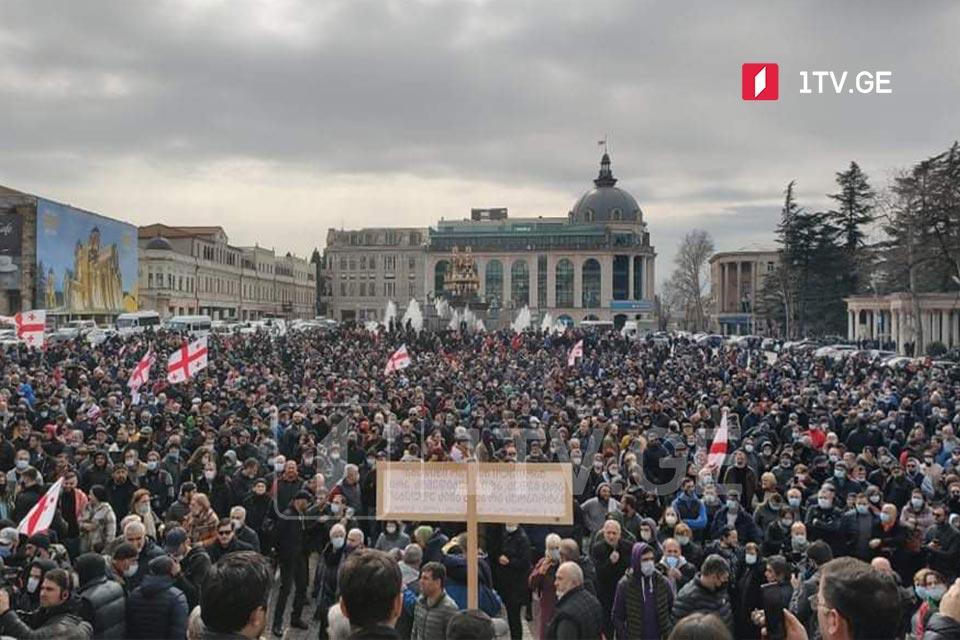 В Кутаиси проходит митинг против строительства Намахванской ГЭС