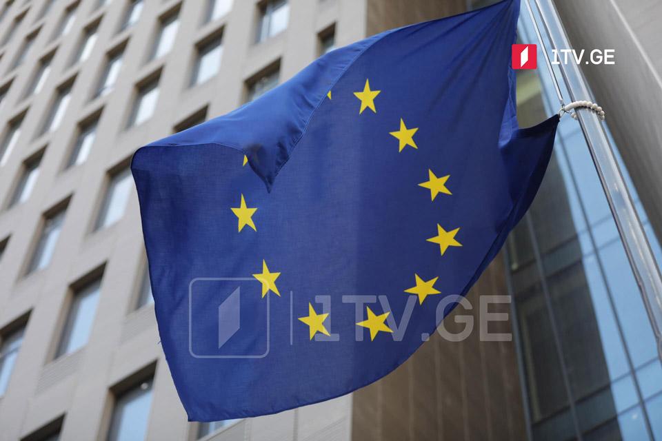 За повреждение флагов Евросоюза, международных организаций и стран, с которыми Грузия имеет дипломатические отношения, будут введены денежные санкции