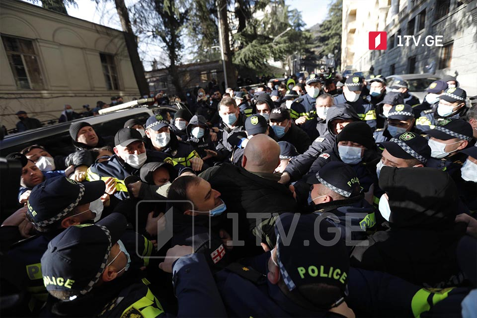 Police, protesters clash at Parliament building