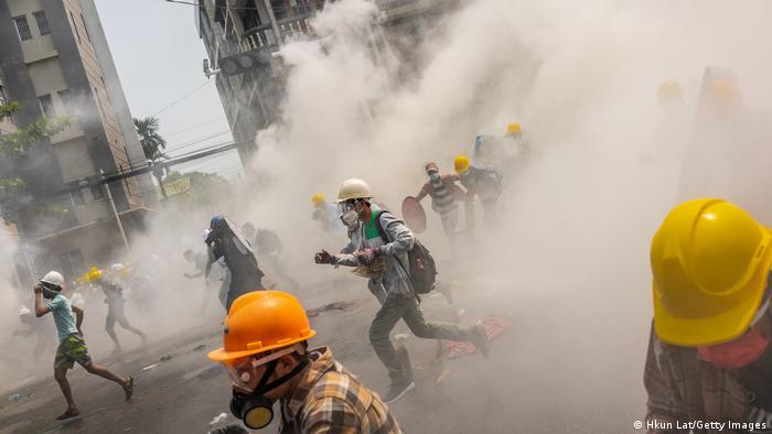 """""""დოიჩე ველე"""" -მიანმარში სამართალდამცველებმა აქციის მონაწილეების წინააღმდეგ ცეცხლი გახსნეს"""