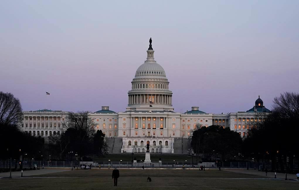АИШ-ы  конгрессы  сенат,  1,9 триллион  доллары аргъы  экономикон   æххуысы  пакет сбæлвырд кодта