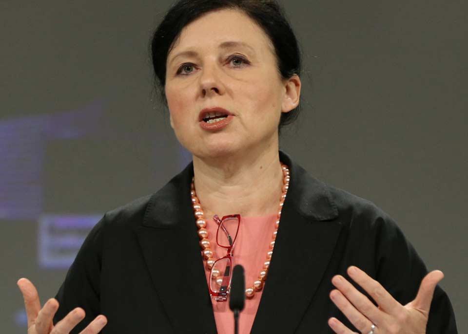 ევროკომისია უნგრეთში, პოლონეთსა და სლოვენიაში მედიაზე თავდასხმების შეჩერებას ითხოვს