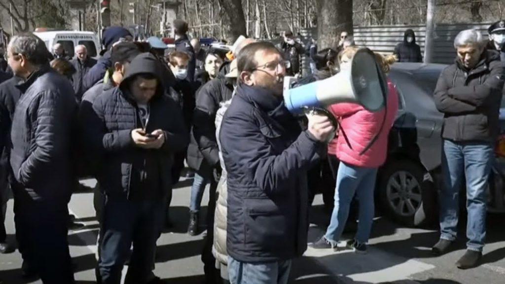 ერევანში, სომხეთის პრეზიდენტის რეზიდენციასთან დემონსტრანტებსა და პოლიციას შორის დაპირისპირება მოხდა