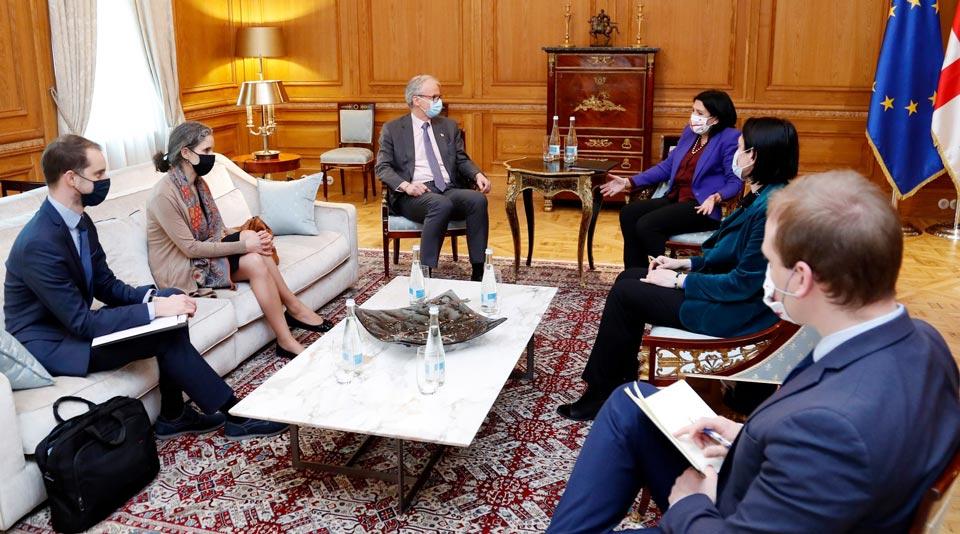 Gürcüstan prezidenti administrasiyası Salome Zurabişvili və Kristian Danielsonun görüşü barəsində məlumat yayır