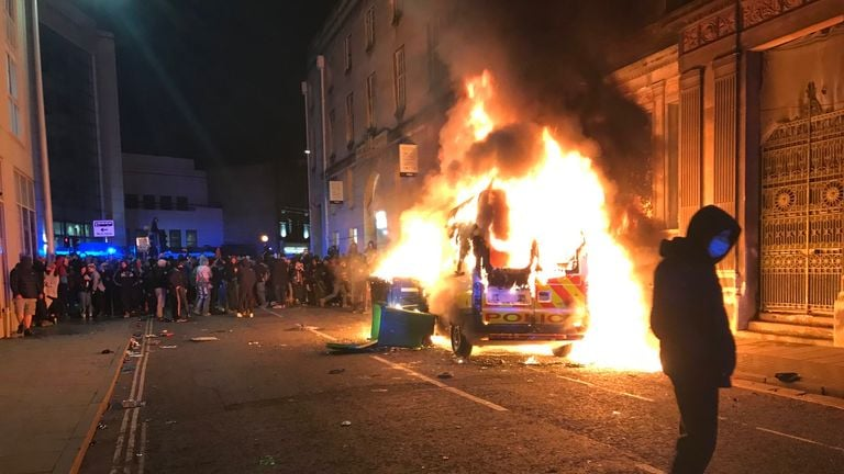 ინგლისის ქალაქ ბრისტოლში ახალი კანონპროექტი გააპროტესტეს, რომელიც პოლიციას აქციების შეზღუდვებისთვის დამატებით ძალაუფლებას ანიჭებს