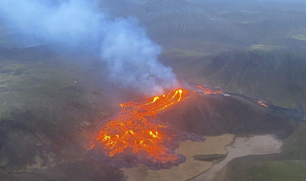 900 წლის განმავლობაში მიძინებული ვულკანის ამოფრქვევა ისლანდიაში [ფოტოები] — #1tvმეცნიერება