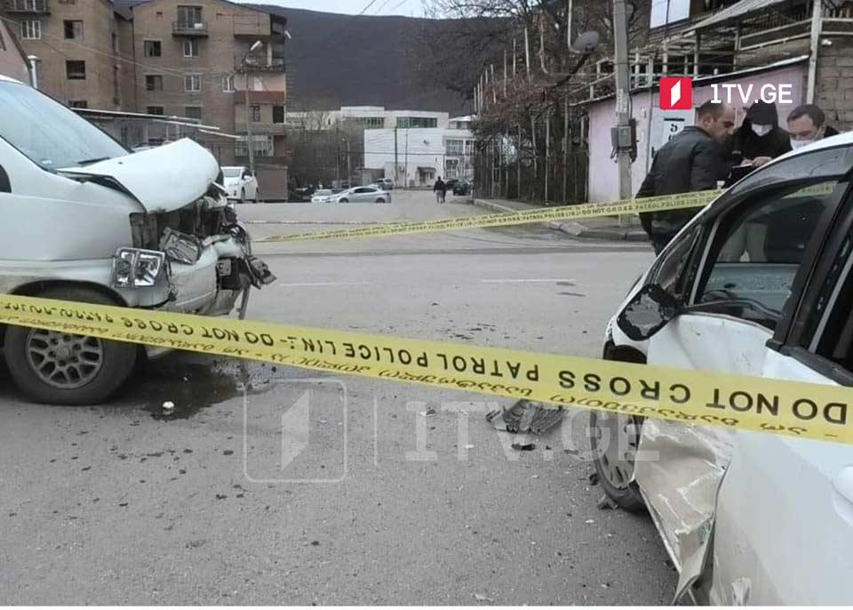 გორში ავტოსაგზაო შემთხვევის შედეგად ხუთი ადამიანი დაშავდა