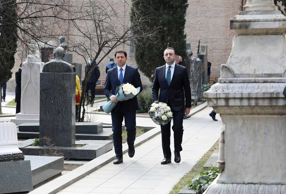 Georgian PM, Parliament Speaker pay tribute to the memory of the first President of Georgia
