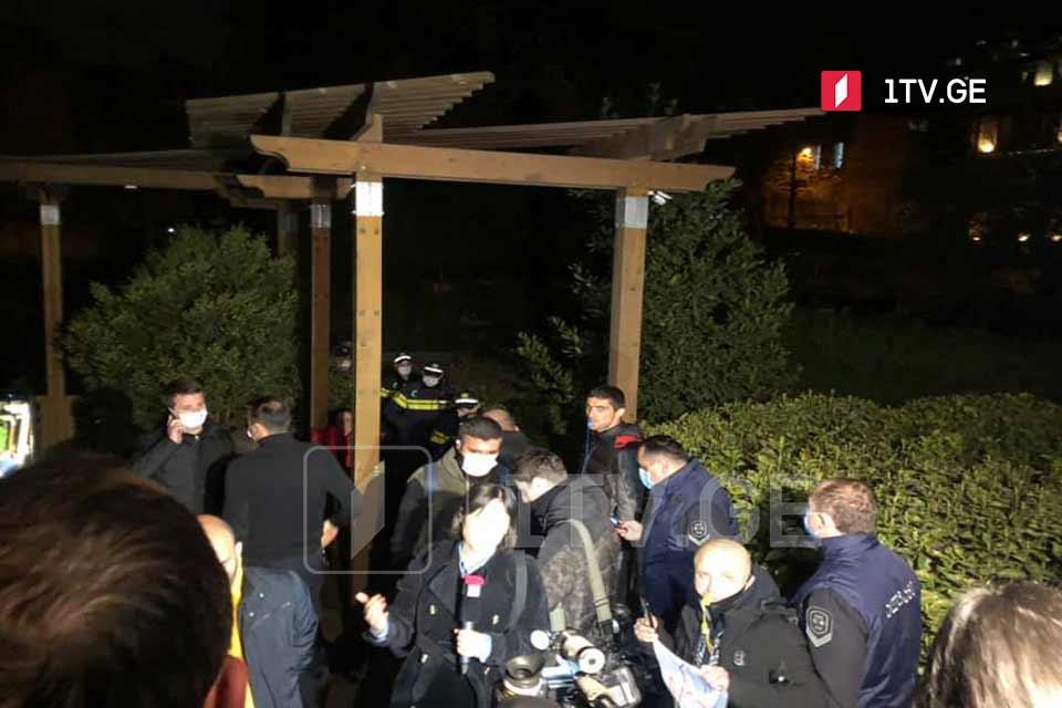 Инспекция труда оштрафовала на 10 000 лари гостиницу, в которой остановились Владимир Познер и его гости