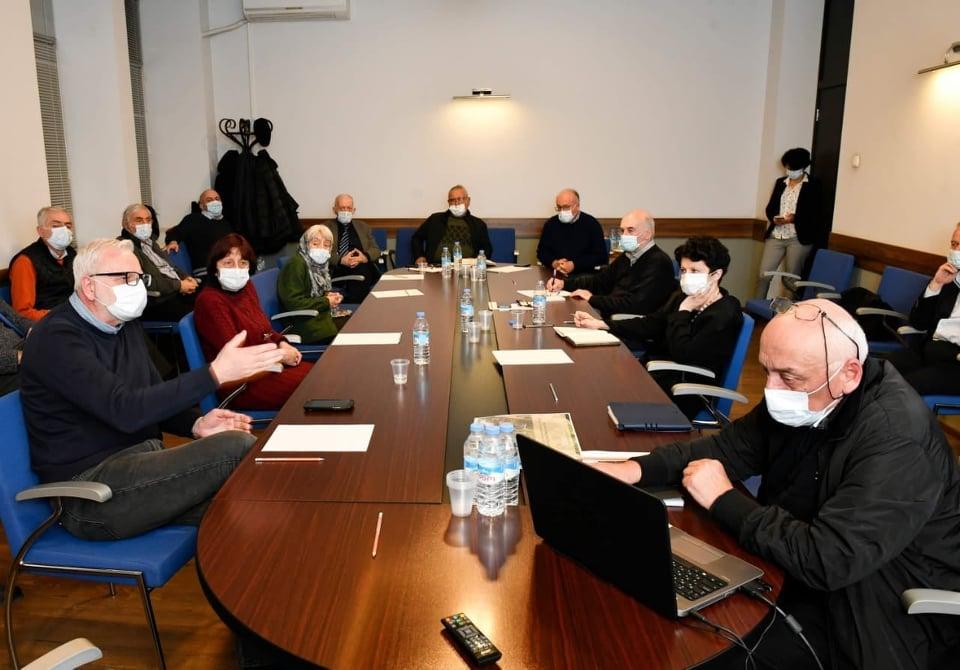 კულტურის სამინისტროს ცნობით, ექსპერტთა ჯგუფი გელათის სამონასტრო კომპლექსის სახურავის რესტავრაციის პროცესში დაშვებულ ხარვეზებს შეისწავლის