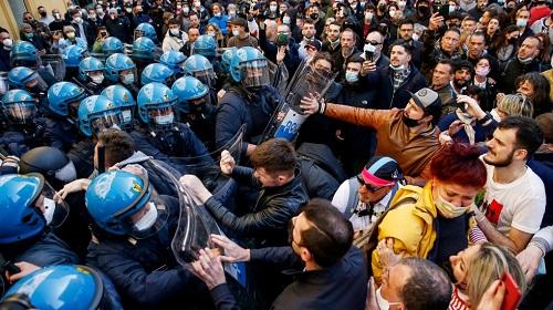 რომში, შეზღუდვების მოწინააღმდეგეებსა და პოლიციას შორის დაპირისპირება მოხდა