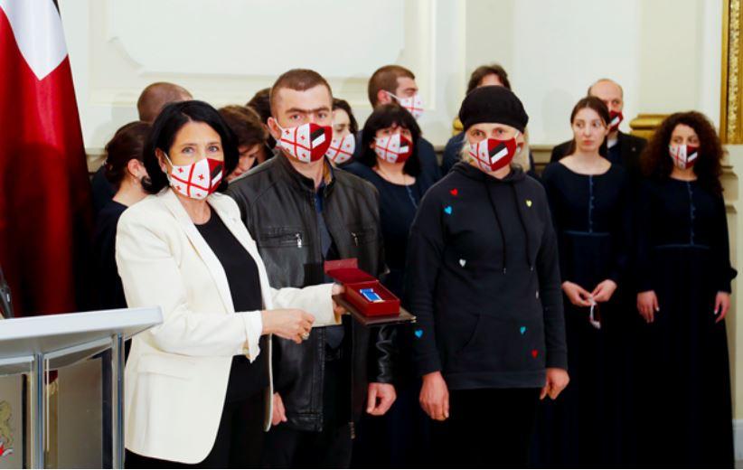 საქართველოს პრეზიდენტმა დათა ვანიშვილი სიკვდილის შემდეგ სამოქალაქო თავდადებისთვის მედლით დააჯილდოვა