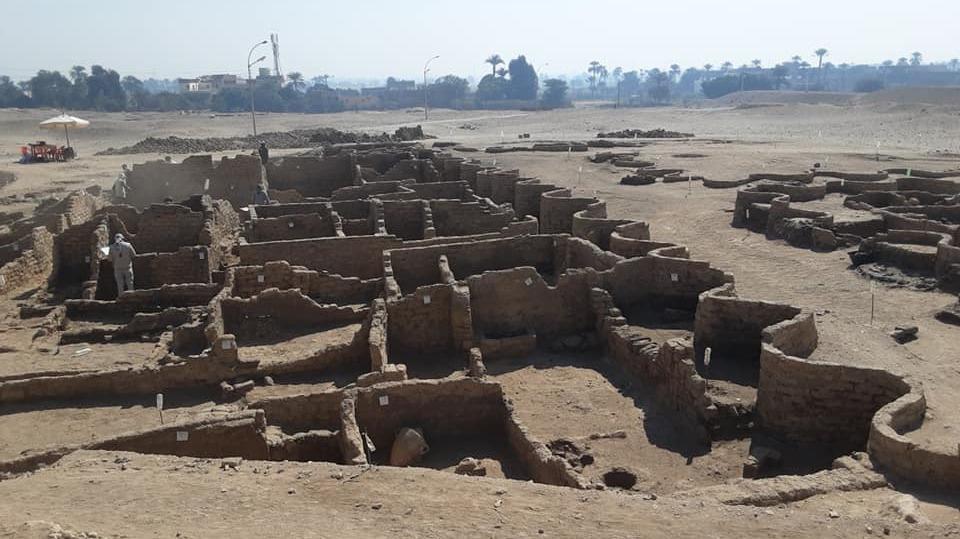 """ყველაზე მნიშვნელოვანი აღმოჩენა ეგვიპტეში ტუტანხამონის აკლდამის შემდეგ — არქეოლოგებმა """"დაკარგულ ოქროს ქალაქს"""" მიაგნეს #1tvმეცნიერება"""