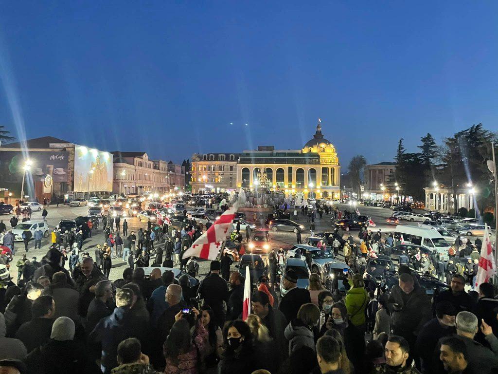 Противники строительства Намахванской ГЭС проведут ночь на центральной площади Кутаиси