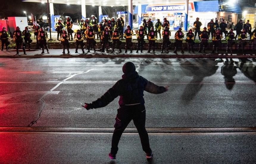 მინეაპოლისსა და ჩიკაგოში პოლიციის მხრიდან ძალის გადამეტების ფაქტებთან დაკავშირებით აქციები გრძელდება