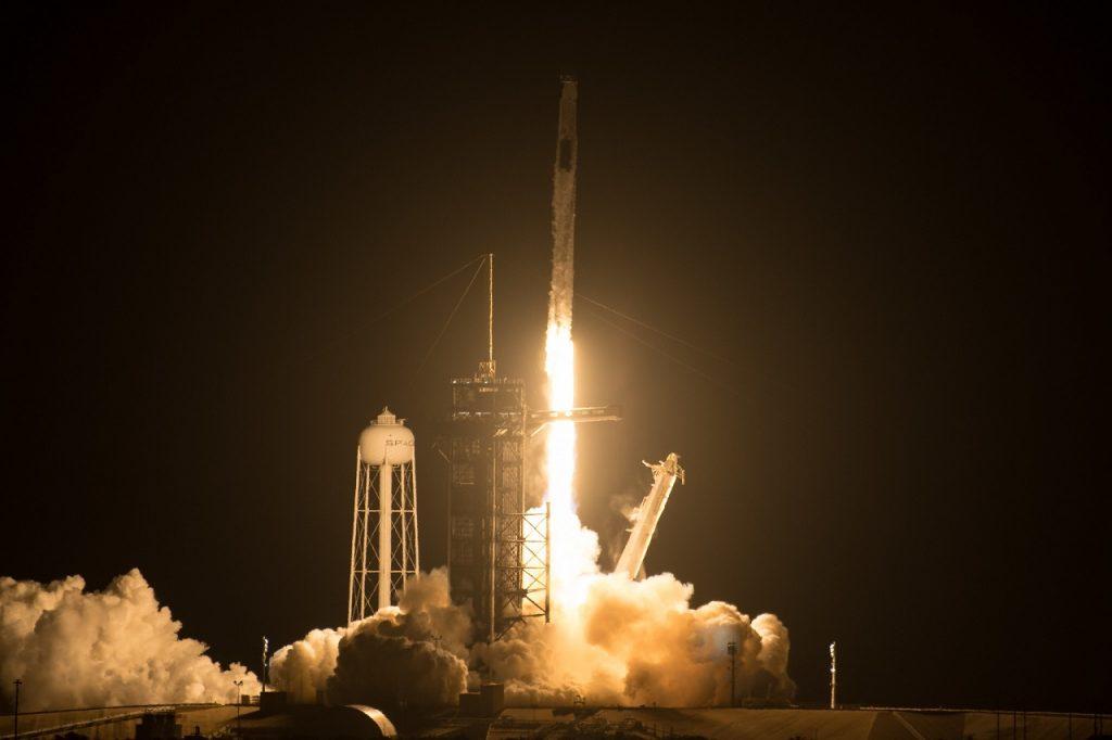"""""""სფეის იქსმა"""" ოთხი ასტრონავტი კოსმოსურ სადგურზე მეორადი რაკეტითა და კაფსულით გაუშვა — #1tvმეცნიერება"""