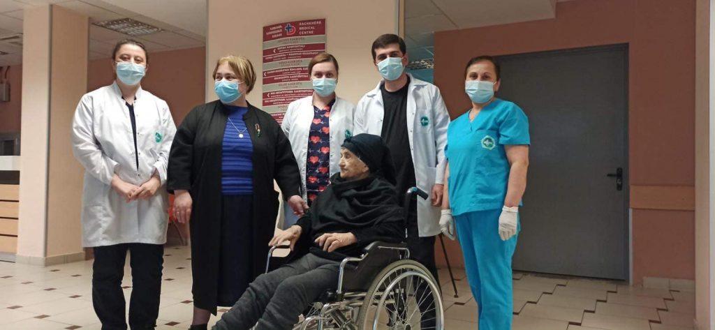 საჩხერის სამედიცინო ცენტრში 101 წლის ქალმა კორონავირუსი დაამარცხა