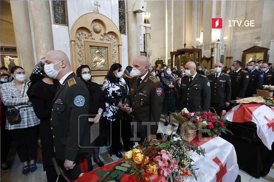 В кафедральном соборе Святой Троицы проходит гражданская панихида по 13 погибшим, перевезённым из оккупированной Абхазии