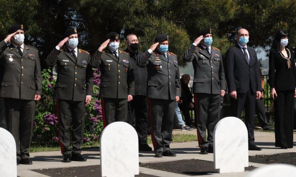 აფხაზეთის ოკუპირებული ტერიტორიიდან გადმოსვენებული ოთხი სამხედრო მოსამსახურე სამხედრო პატივით დაკრძალეს