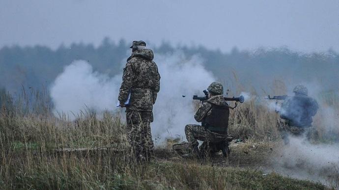 მედიის ცნობით, დონბასში რუსეთის შეიარაღებულმა ფორმირებებმა ცეცხლის შეწყვეტის რეჟიმი კიდევ 13-ჯერ დაარღვიეს