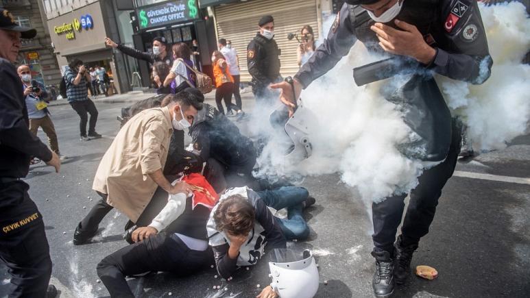 თურქეთში მშრომელთა საერთაშორისო დღესთან დაკავშირებული დემონსტრაციის ათობით მონაწილე დააკავეს