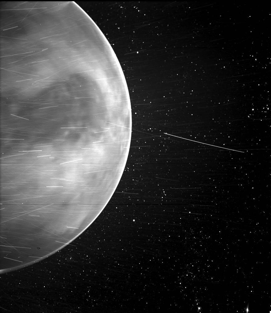 ვენერას თავზე გადაფრენისას, NASA-ს ხომალდმა პლანეტის ატმოსფეროში რადიოსიგნალი დააფიქსირა — #1tvმეცნიერება