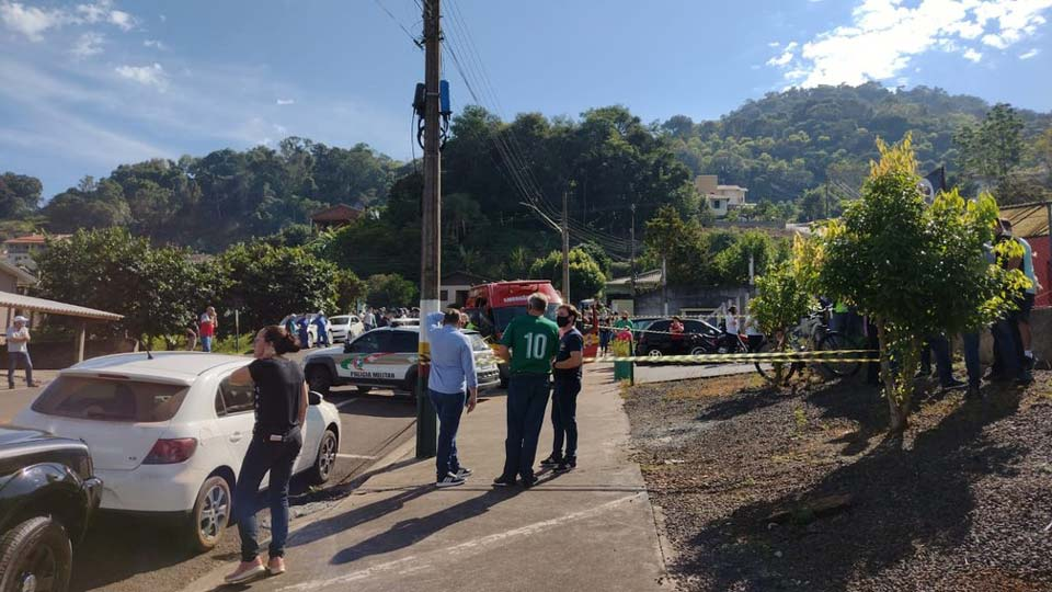 ბრაზილიის ერთ-ერთ სკოლაში სამმცირეწლოვანსა და მასწავლებელს თავს დაესხნენ