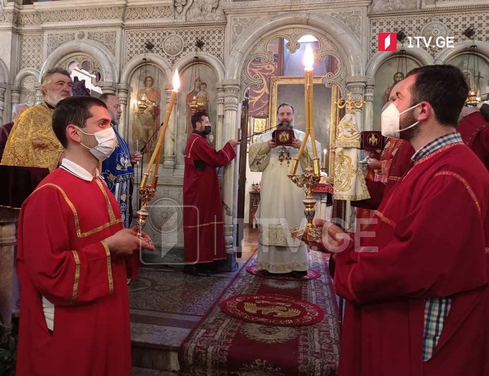 ქაშვეთის ეკლესიაში გიორგობის დღესასწაულთან დაკავშირებული ღვთისმსახურება მიმდინარეობს