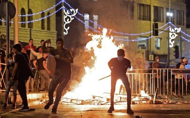 იერუსალიმში პოლიციასა და პალესტინელებს შორის დაპირისპირების შედეგად 90 პალესტინელი დაშავდა