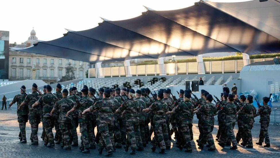 საფრანგეთში სამოქალაქო ომი მწიფდება და თქვენ ეს კარგად იცით - ფრანგმა სამხედროებმა ქვეყნის პრეზიდენტს კიდევ ერთი წერილი გაუგზავნეს
