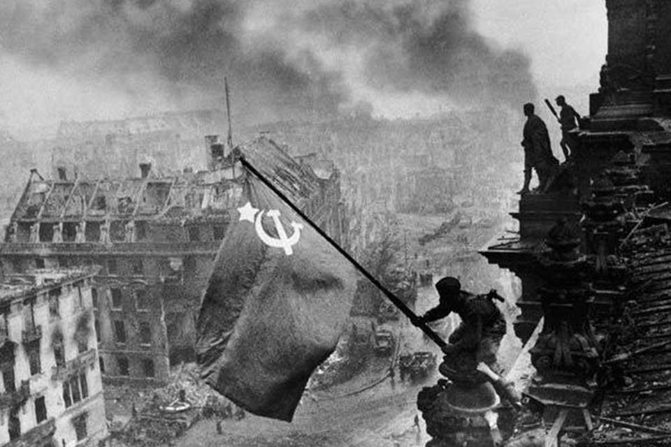 #სახლისკენ - მეორე მსოფლიო ომის პოლიტიკური სცენა