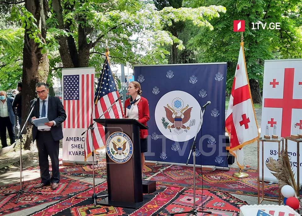 Ambassador Kelly Degnan opens American Shelf in Kvareli