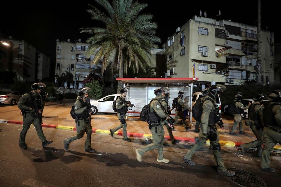 ისრაელის ქალაქებში არაბებსა და ებრაელებს შორის დაპირისპირება გრძელდება, პოლიციამ ათობით ადამიანი დააკავა