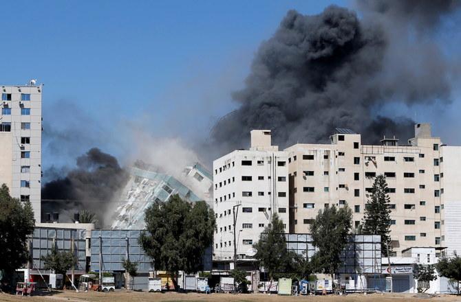 """""""ბიბისი"""" - ისრაელის ავიაიერიშის შედეგად, ღაზას სექტორში შენობა დაიბომბა, სადაც """"ასოშიეთიდ პრესისა"""" და """"ალ-ჯაზირას"""" ოფისები იყო განთავსებული [ვიდეო]"""