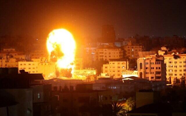 ისრაელის თავდაცვის ძალების ინფორმაციით, ქვეყნის სამხედრო თვითმფრინავები ღაზას სექტორში ფართომასშტაბიან დარტყმებს ახორციელებენ