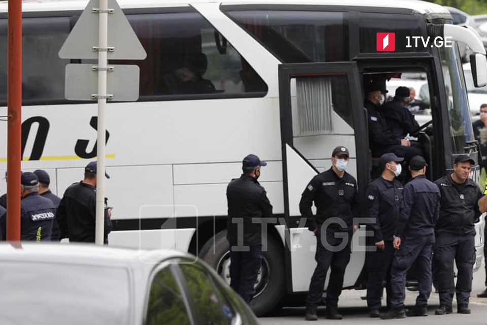 Additional police forces mobilized at entrance to Marneuli