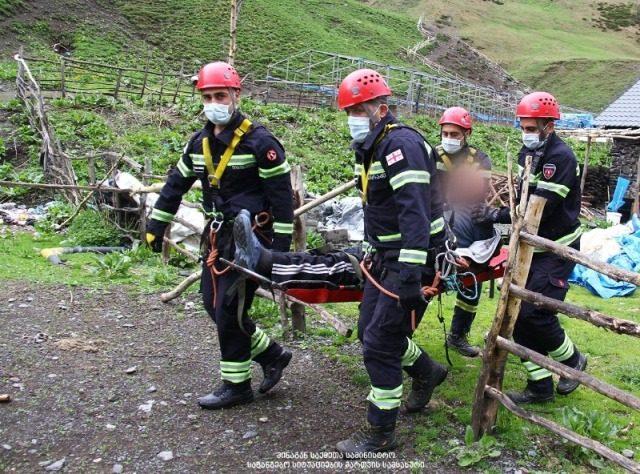 Спасатели вывезли из Омало двух людей, которым стало нехорошо