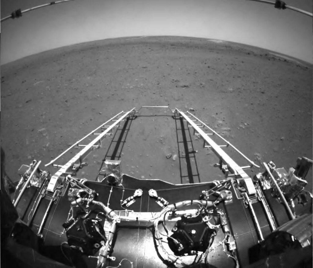 ჩინეთის მავალმა მარსიდან პირველი ფოტოები გამოგზავნა — #1tvმეცნიერება