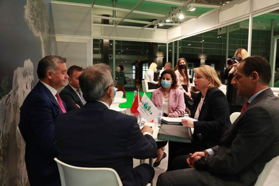 Economy Minister holds meetings within FITUR 2021