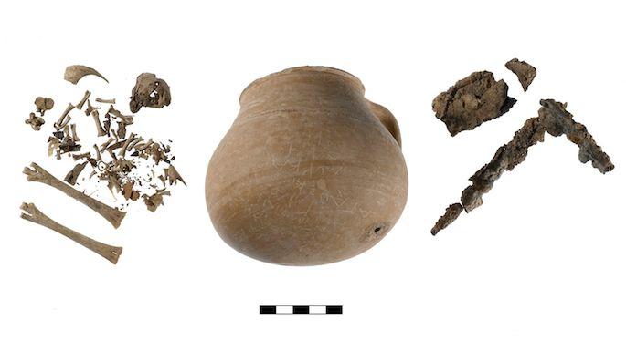 აღმოჩენილია ქათმის ძვლებით სავსე ქილა, რომლითაც ძველი ათენის 55 მკვიდრს წყევლიდნენ — #1tvმეცნიერება