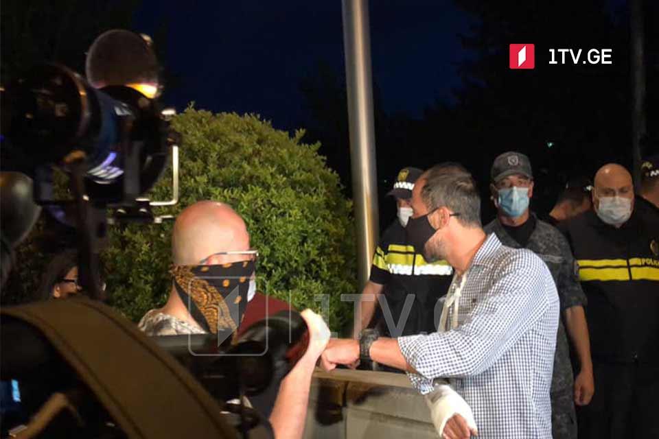 პროკურატურასთან აქციაზე დაკავებულ პირთაგან ერთი, გიგა მაქარაშვილი პოლიციამ ხელწერილის საფუძველზე გაათავისუფლა