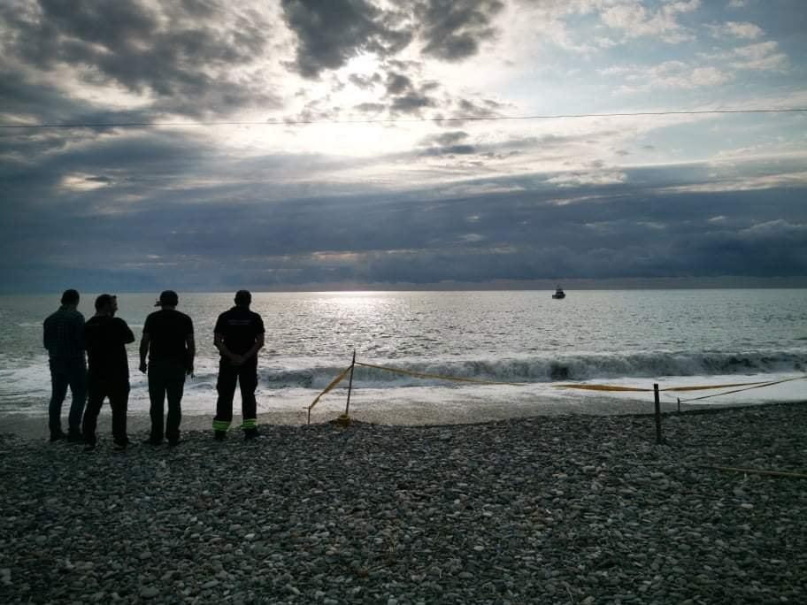 მაშველები ქობულეთსა და კვარიათში, ზღვაში ორ მამაკაცს ეძებენ