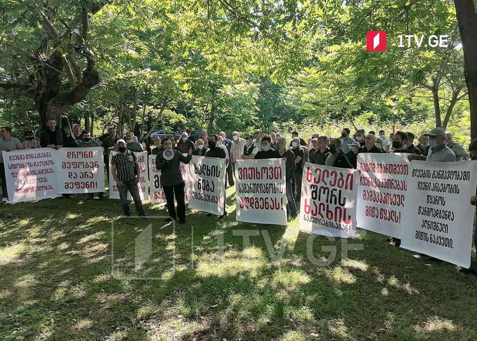 Քոբուլեթիի բնակիչները կազմակերպել են բողոքի ցույց և հայտարարում են, որ Աջարիայի կառավարության կողմից աճուրդի դուրս բերած հողատարածքները նրանց սեփականությունն է