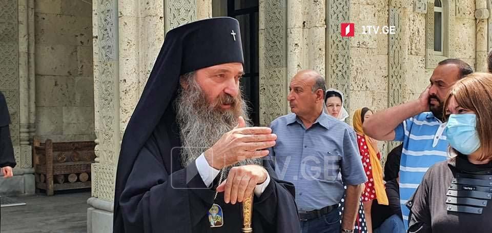Владыка Яков - Георгий Гахария, который был министром внутренних дел, а затем премьер-министром, напрямую вмешивался в дела церкви