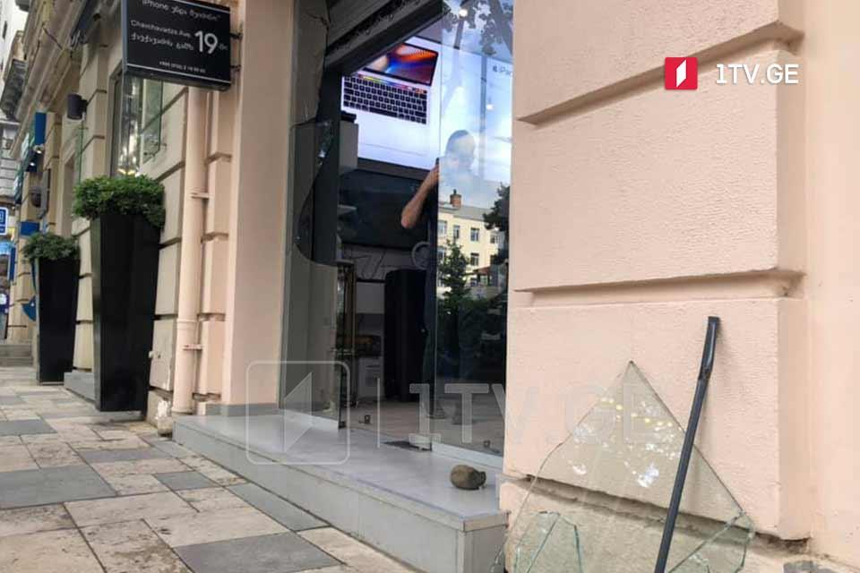 თბილისში, ჭავჭავაძის გამზირზე iPlus-ის მაღაზია გაქურდეს