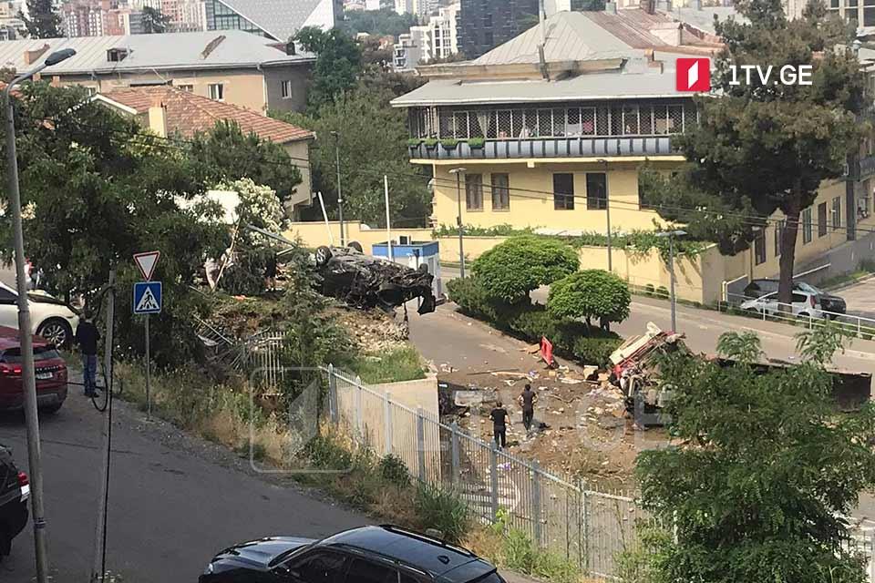 თბილისში, კრწანისის ქუჩაზე ავტოსაგზაო შემთხვევა მოხდა, წინასწარი ინფორმაციით, არიან დაშავებულები
