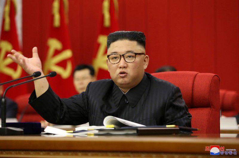 ჩრდილოეთ კორეის ლიდერი აცხადებს, რომ ქვეყნის ეკონომიკა უმჯობესდება, მაგრამ პანდემიის და ტაიფუნის შედეგად მიყენებული ზარალის გამო შესაძლოა, ქვეყანაში საკვების დეფიციტი შეიქმნას