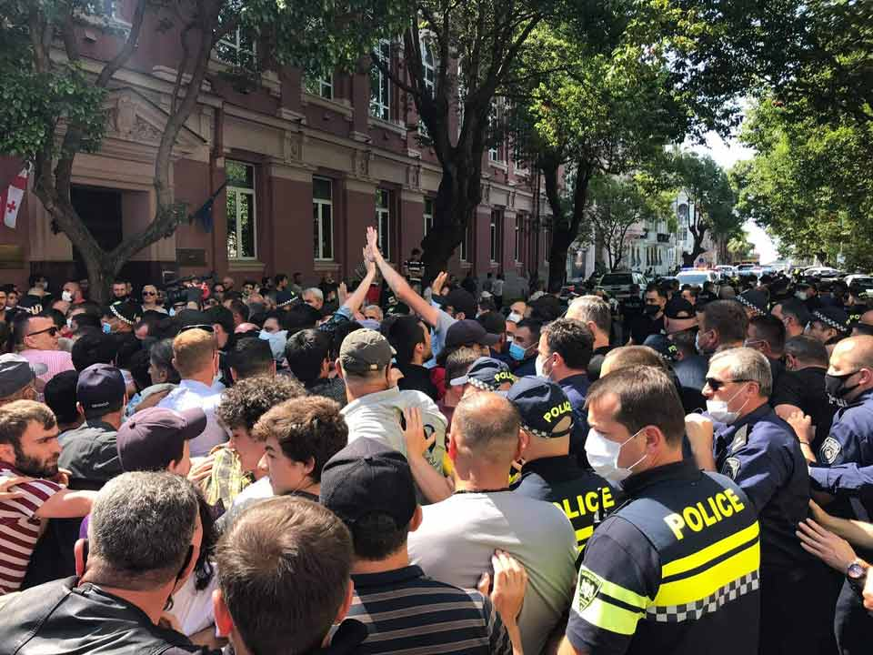На митинге у Дома правительства Аджарии произошла стычка